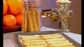 קרין גורן מכינה עוגיות מרוקאיות