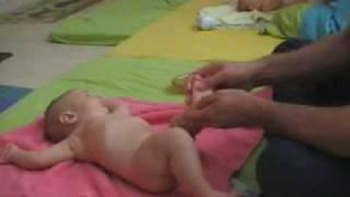 אילנה רוזנבלום בחוג עיסוי תינוקות במודיעין- חלק 2