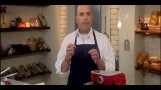 מיקי שמו אופה עם שוקולד פרה – מתכון לעוגת יום הולדת לבנה-עם גבינה ושוקולד לבן