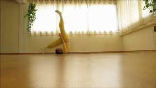 יוגה - במרכז שיבננדה - ואריאציות על עמידת כתפיים