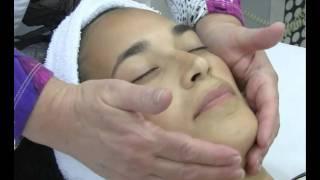 דיקור קוסמטי | טיפול פנים