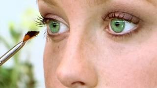 איפור לעיניים בצבע ירוק