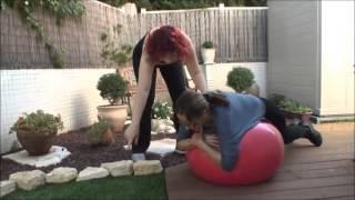 תרגיל לחיזוק שרירי גב עליון עם כדור הפיזיו
