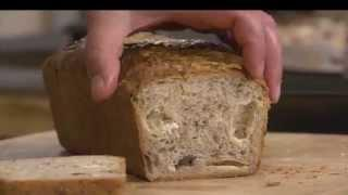 לחם בצל ירוק, קשקבל ואגוזי מלך, מתוך 'מיקי שמו עושה בית ספר' - פרק 6 - לחם