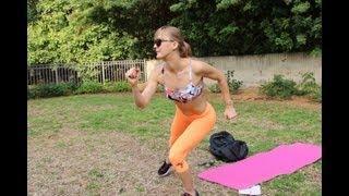 אימון כושר לחיטוב ועיצוב בטן ופלג גוף עליון ב10 דקות