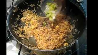 אורז מוקפץ ושיפודי פרגית ברוטב צ'ימיצ'ורי.